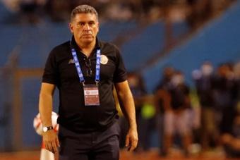 El entrenador de Costa Rica, positivo por COVID-19. EFE