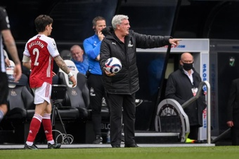 El Newcastle mantendrá a Steve Bruce en el cargo... un partido más. EFE