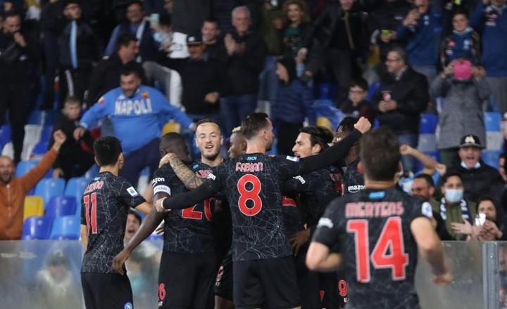 El Nápoles sigue líder. EFE