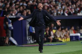 Simeone se resignó ante el penalti que le pitaron y el que no. EFE