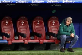 Betis y Bayer Leverkusen, con el liderato en juego. EFE
