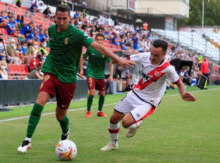 El Rayo renueva a Álvaro García hasta 2026