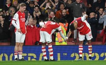 El Arsenal venció al Aston Villa por 3-1. EFE