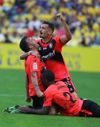 El Tenerife está pendiente de la salud de ambos futbolistas. EFE