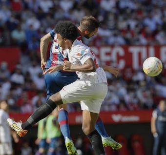 El Levante, ya sin Paco López, repitió alineación. EFE
