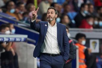 Vicente Moreno destacó la intensidad del Athletic. EFE/Alejandro García