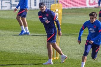 Simeone atendió a los medios antes de visitar al Levante. EFE