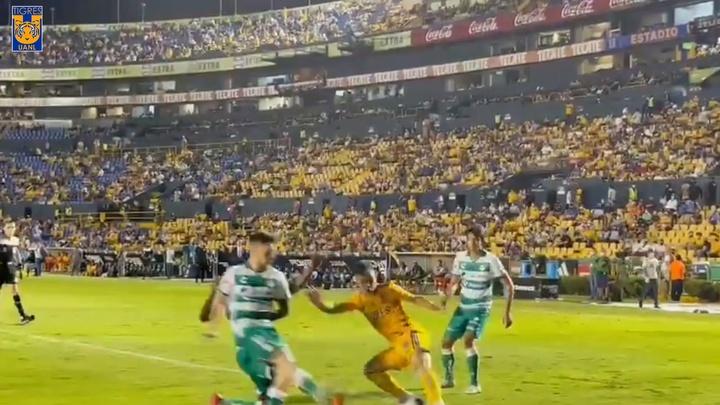 VÍDEO: el agónico gol de Salcedo para dar un punto a Tigres ante Santos Laguna. DUGOUT