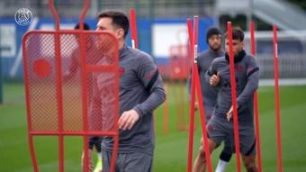 La seduta di allenamento di Messi in vista della partita contro il Lipsia. Dugout