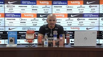 Fábio Santos fala sobre pressão em Sylvinho e vê elenco do Corinthians 'blindado'. DUGOUT