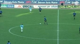 Djorkaeff concretizza un'incredibile azione corale contro la Lazio. Dugout