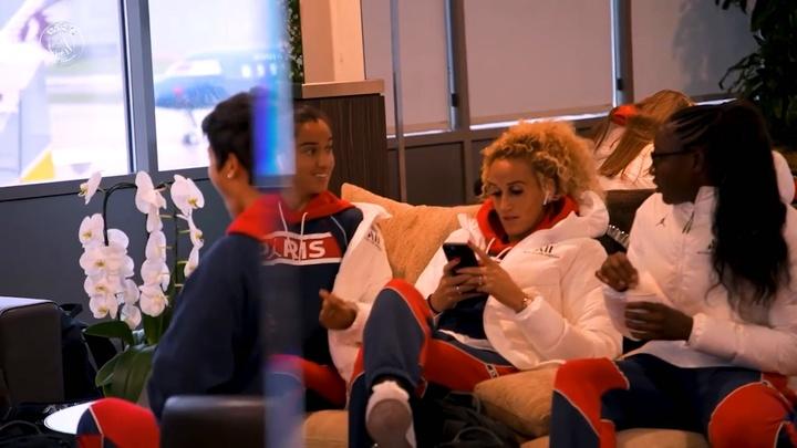 Les coulisses de la victoire du PSG Féminin en Islande. Dugout