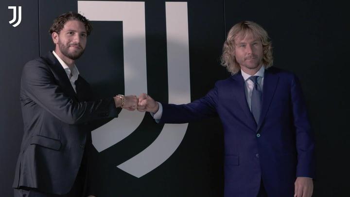 Il primo giorno di Locatelli alla Juventus. Dugout