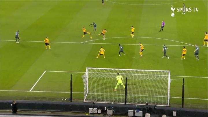 Le but de Tanguy Ndombélé contre les Wolves. dugout