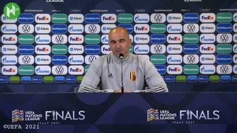 Roberto Martinez encense Lukaku avant le match de la France. Dugout