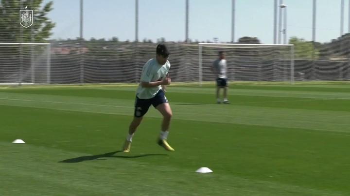 Kepa e Raúl Albiol se juntam ao elenco da seleção espanhola.