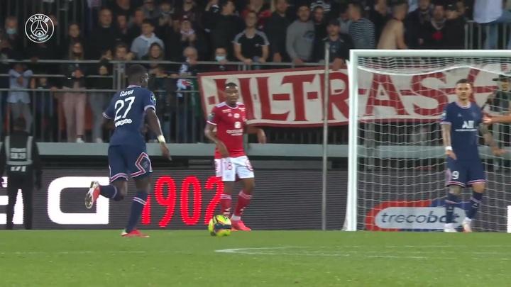 Il bellissimo gol di Gueye contro il Brest. Dugout