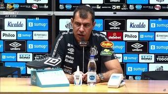 Carille dá nota máxima para torcida do Santos. DUGOUT