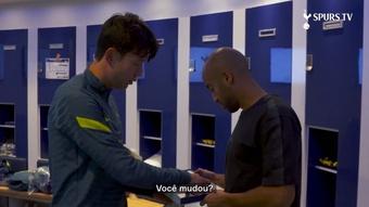 Son distribui cards do FIFA 22 no Tottenham.