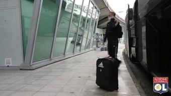 Bastidores da viagem do Lyon à Escócia para estreia na Liga Europa. DUGOUT
