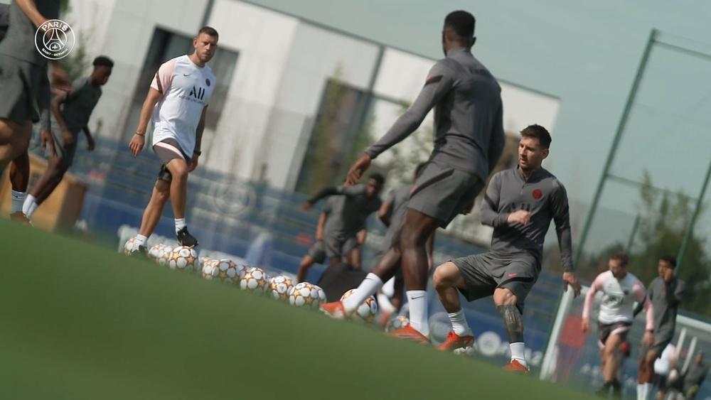 La seduta di allenamento di Messi prima del debutto in Champions. Dugout