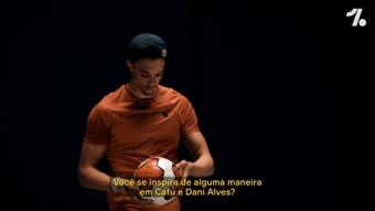 Alexander-Arnold fala sobre inspiração em Dani Alves.