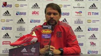 Maurício Souza vê elenco forte e elogia jovens do Flamengo. DUGOUT
