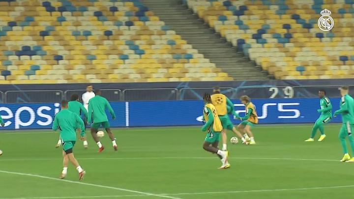 L'entraînement du Real Madrid à Kiev. Dugout