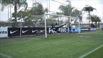 Róger Guedes e Fagner dão muito trabalho a goleiros do Corinthians em treino. DUGOUT