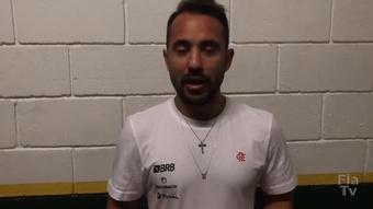 Everton Ribeiro celebra marca pessoal.