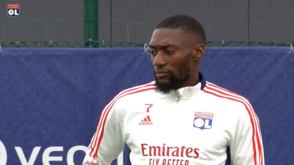 Lyon realiza último treino antes de viagem para Escócia. DUGOUT