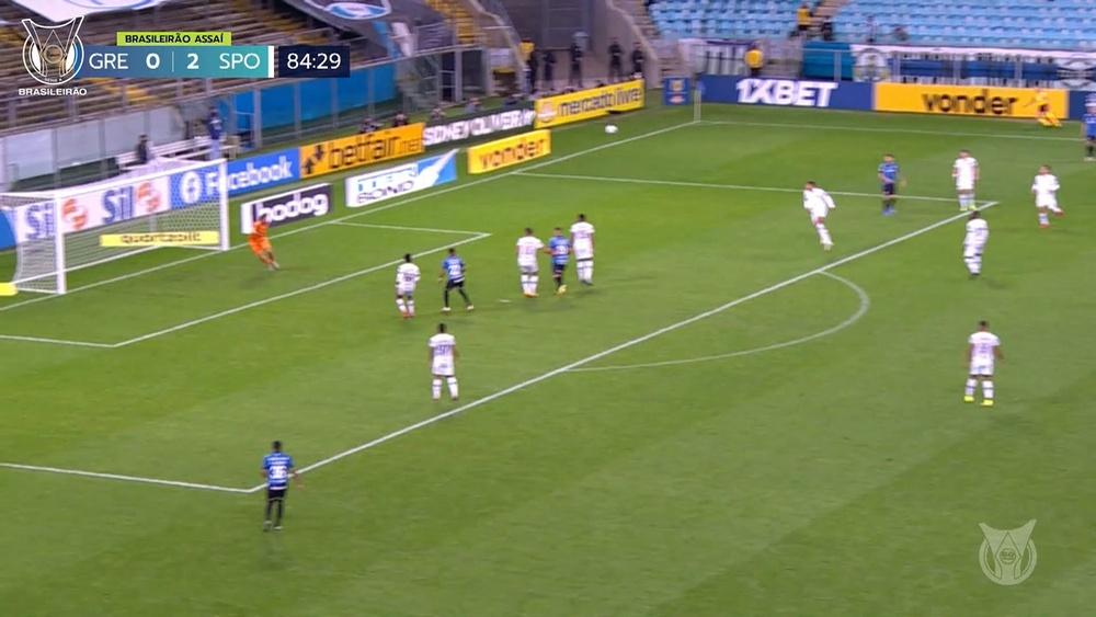 L'incredibile gol a distanza di Douglas Costa contro lo Sport Recife. Dugout