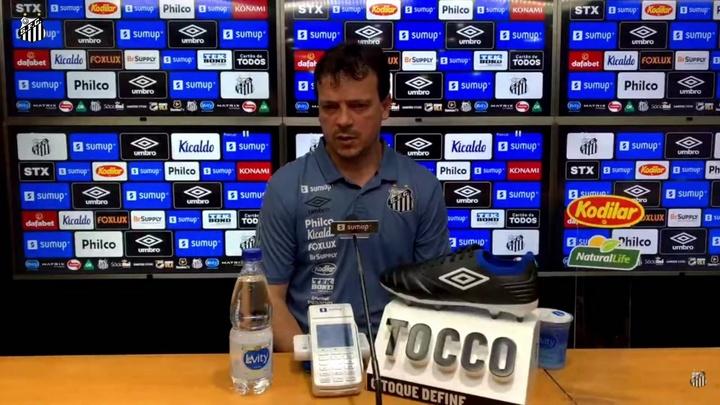 Fernando Diniz comenta situação de Carlos Sánchez. DUGOUT