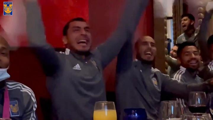 Nahuel y Pizarro celebraron la Copa América de Argentina como propia. Dugout
