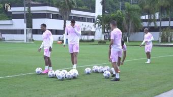 Com homenagem ao Outubro Rosa, Santos segue treinos de olho no América-MG. DUGOUT