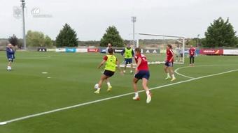 VÍDEO: las diabluras de Aitana Bonmatí en el entrenamiento de España. DUGOUT
