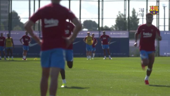 Barcelona treina de olho no Granada.