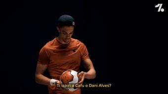 Alexander-Arnold elogia Alves. Dugout