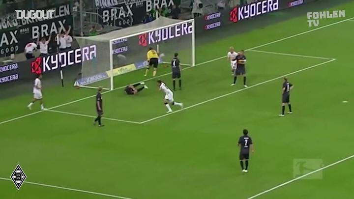 Le but d'Igor de Camargo contre Bochum. dugout