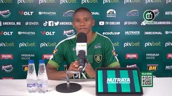 Juninho Santos fala sobre como elenco recebeu Marquinhos Santos no América-MG. DUGOUT