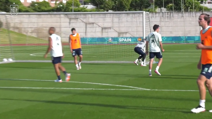 David de Gea and Robert Sanchez are making finesaves in training. DUGOUT