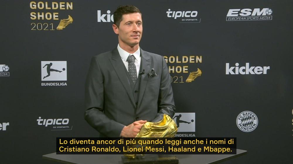 La reazione di Lewandowski alla vittoria della Scarpa d'oro 2021. Dugout