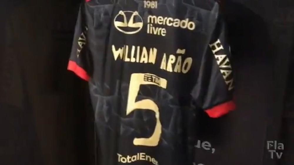 Flamengo joga com uniforme 3.