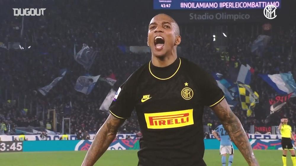 Il primo gol di Ashley Young con l'Inter. Dugout