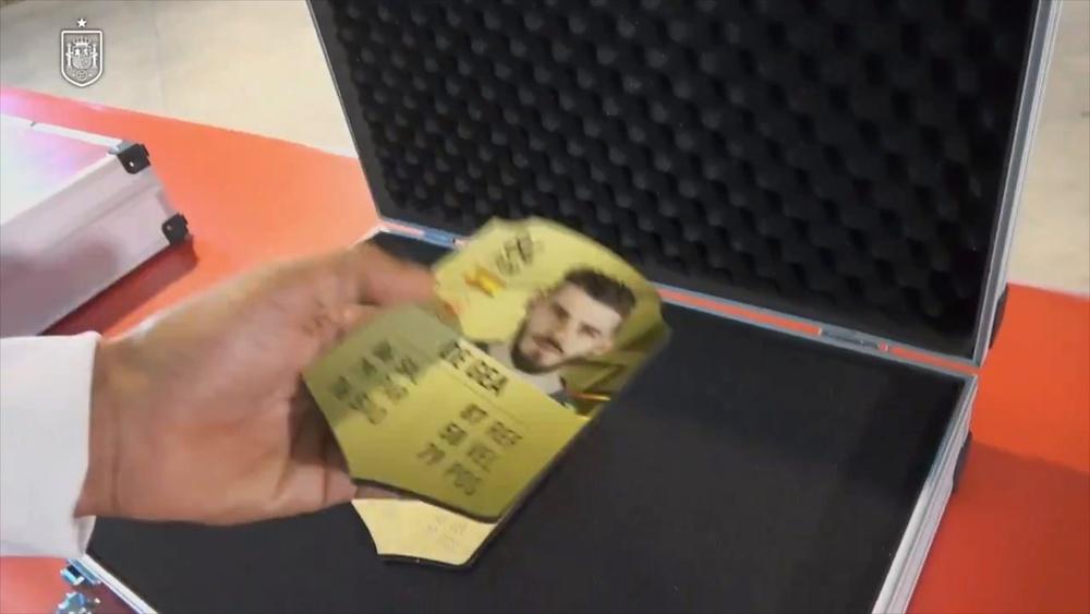 Luis Enrique usa le card di FIFA per annunciare i convocati della Spagna. Dugout