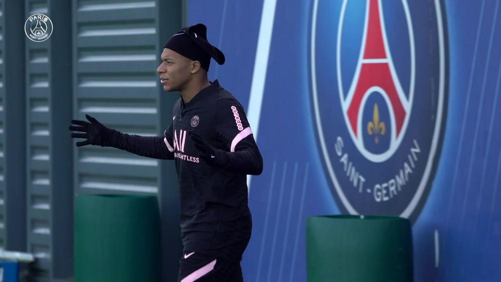 La seduta di allenamento di Mbappé in vista della partita contro l'Angers. Dugout