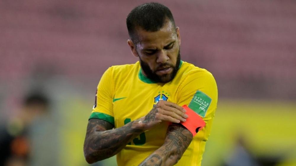 Sem clube e sem jogar, sonho de Copa do Mundo fica mais difícil para Dani Alves.