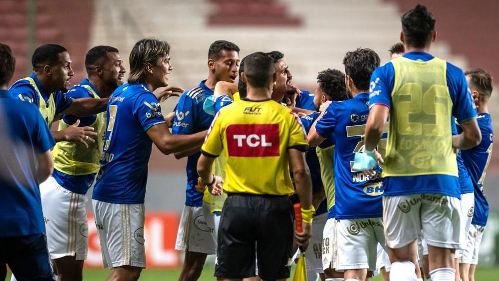 Jogadores do Cruzeiro ameaçam greve por causa dos atrasos salariais. EFE