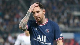 Former Argentina head coach Basile says 'messy' PSG not using Messi correctly. GOAL