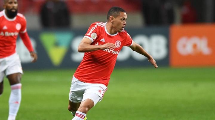 Santos fica perto de contratar Marcos Guilherme, do Internacional. AFP